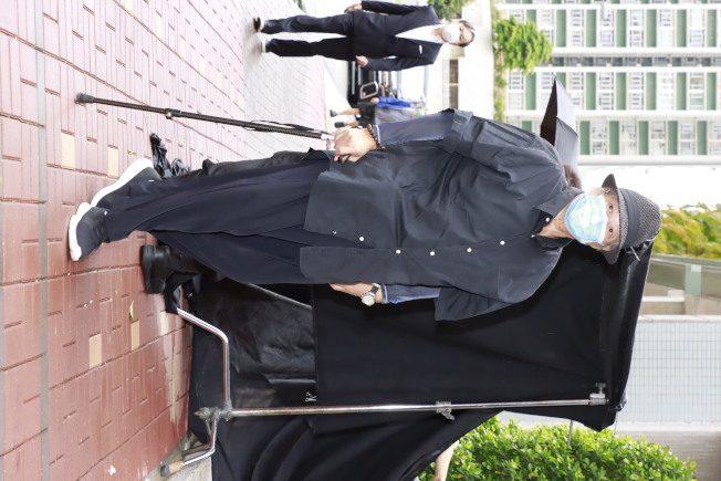 陳木勝導演出殯影壇大咖齊哀悼 洪金寶消瘦杵拐杖現身