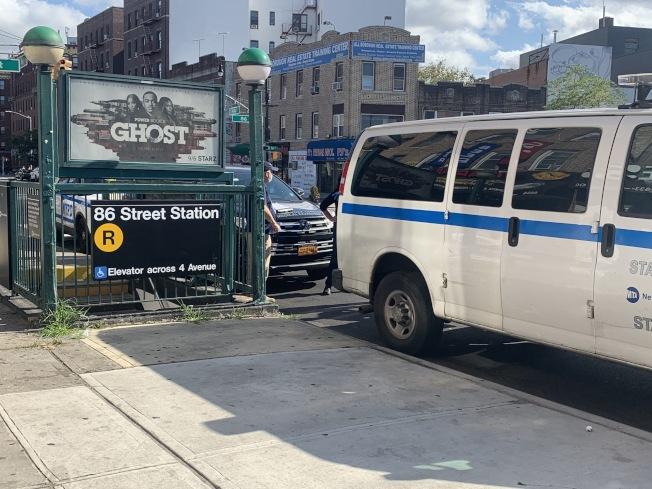 警方在事故現場調查。(記者黃伊奕/攝影)