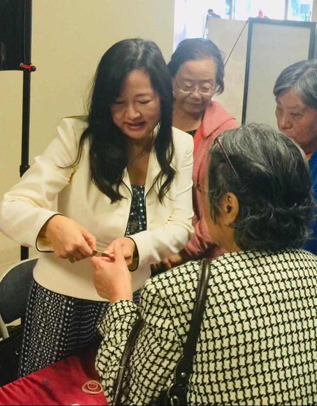 余淑如(Annie Yu)律師經常協助民眾處理法律問題。