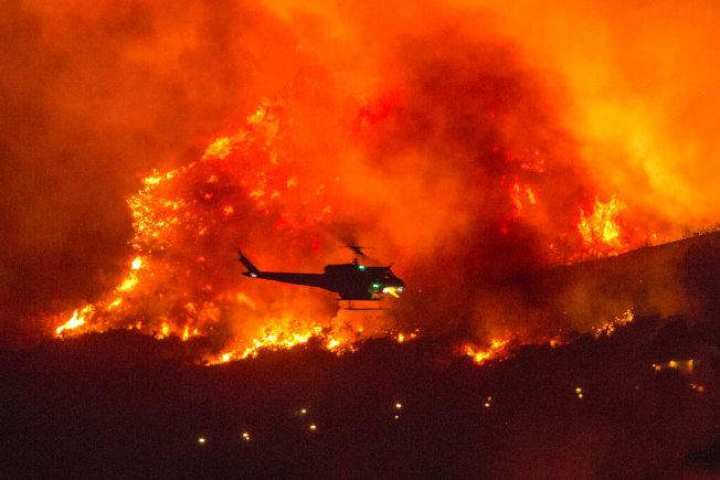 熱浪接連來襲,使加州不斷出現嚴重山火。(美聯社)