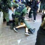 香港九龍遊行/12歲女兒被警撲壓 母:她身上只帶手機