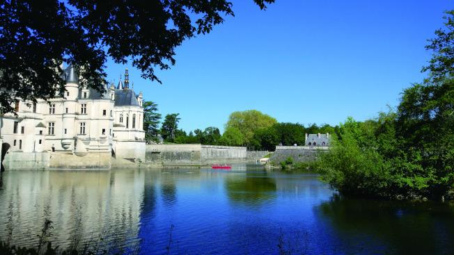 謝爾河上風姿綽約的雪儂梭城堡。(爾雅.圖片提供)