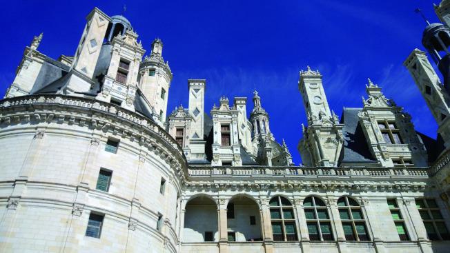 冷峻威嚴的昂布瓦斯城堡。(爾雅.圖片提供)