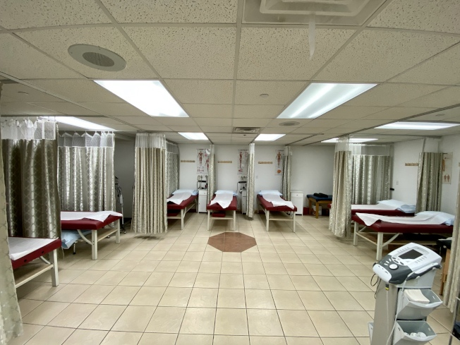 德康疼痛康復治療中心精通痛症復健、針灸理療、中醫推拿、中藥調理、中西結合、自然療法。