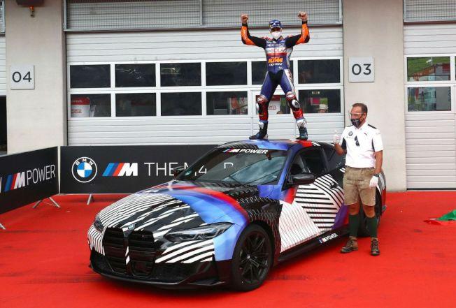 葡萄牙籍車手Miguel Oliveira不僅收穫個人首座分站冠軍,也得到了一輛全新BMW M4。摘自BMW