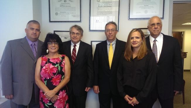 約翰聯合律師事務所由多位資深律師團隊組成,擁有35年以上專業經驗,辦案快速、精、準著名業界。