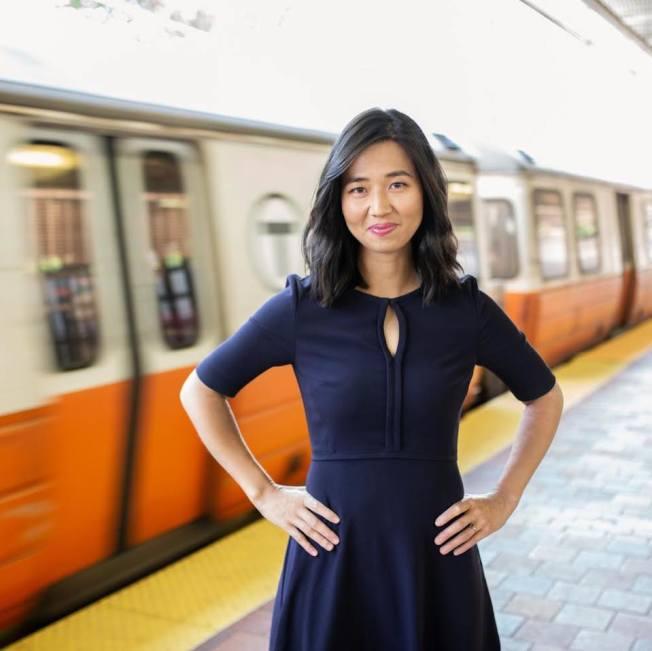 波士頓市長偉殊在媒體詢問時證實,華裔市議員吳弭已告知他,將於明年參選市長。(取自吳弭臉書)