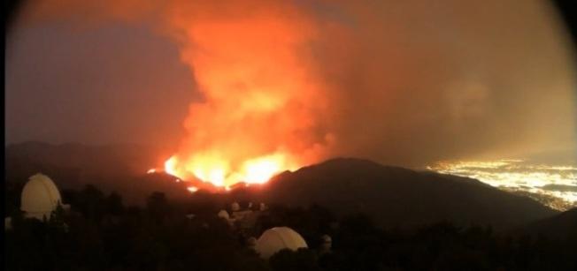 這場大火預計10月中旬才能撲滅。 (視頻截圖)