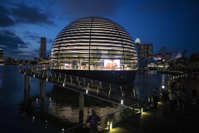這是蘋果在新加坡的第三家直營門市。(歐新社)