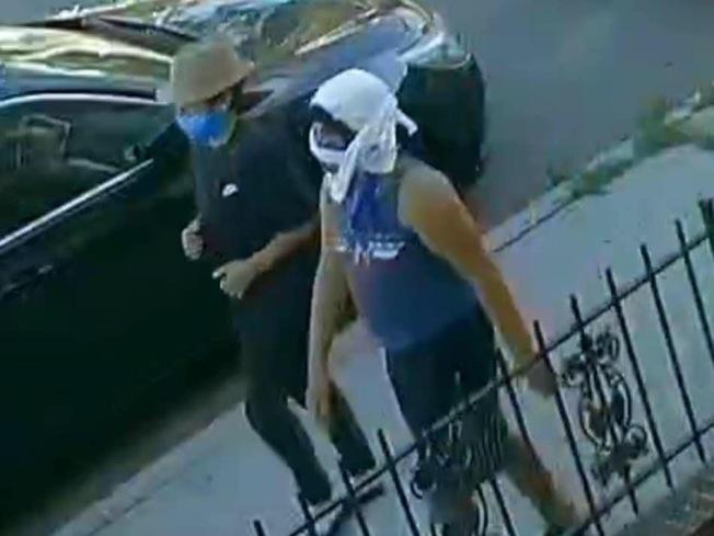 涉嫌毆打並放火燒華裔老嫗背部的兩名嫌犯。(本報檔案照)