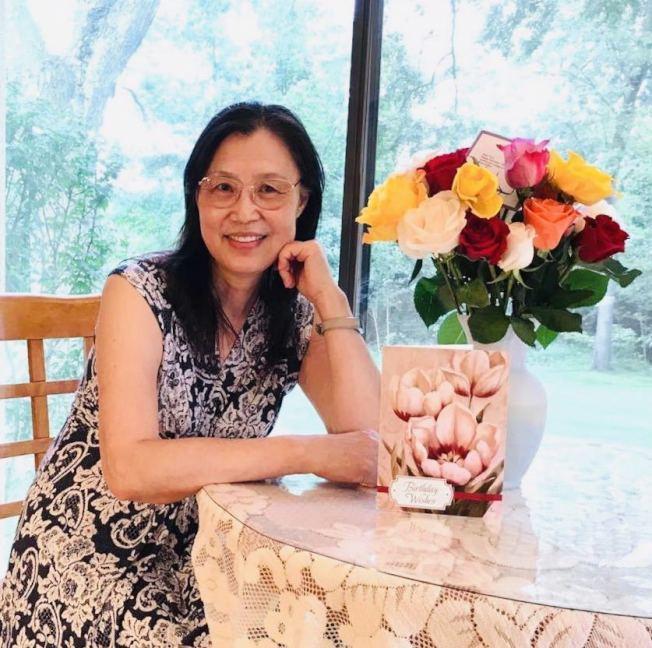 「紐約華文女作家協會」日前舉辦換屆交接儀式,本職為醫生的作家許芸,當選為新會長。(許芸提供)