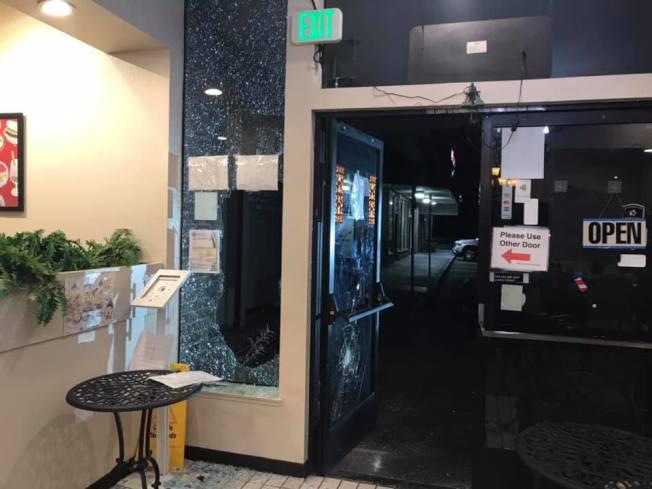 黃潔宜經營的餐廳再次遭竊,大門被擊破。(黃潔宜提供)