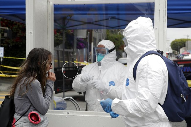 加州三大疫情指數持續下降。(美聯社)