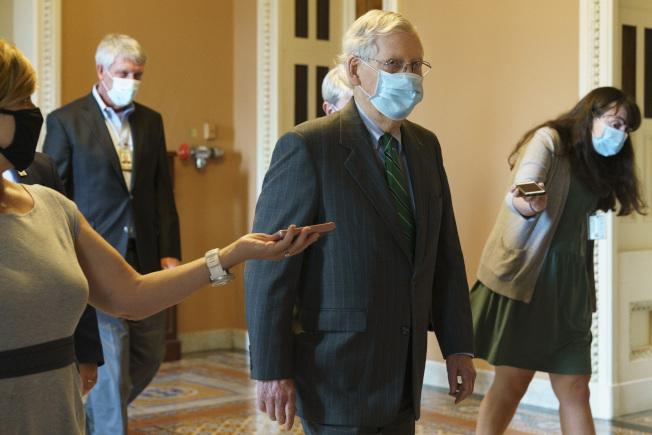 參院多數黨領袖麥康諾表示,參院將針對共和黨提出的一項約5000億元的新冠病毒疫情縮水版紓困案進行表決,但由於民主黨堅持擴大紓困範圍,此案通過的希望渺茫。(美聯社)