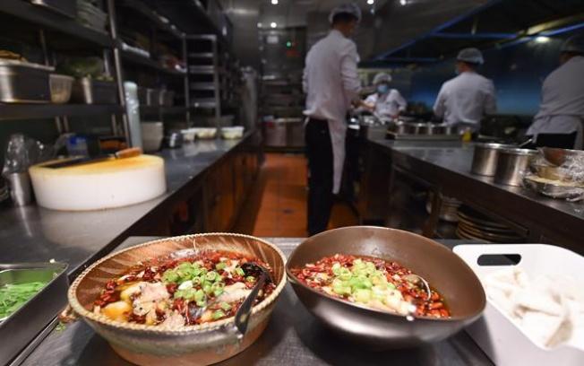中國外賣平台上「小份菜」、「半份菜」興起,在該平台上線小份菜的餐廳逾60萬家。(取材自新華網)