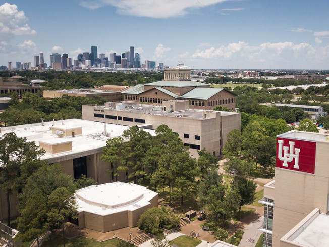 嫌犯男子在Zoom課堂上宣稱要炸休士頓大學。(University of Houston官網)